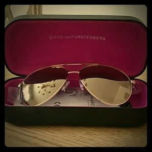 NWOT DVF 60mm gold aviator sunglasses